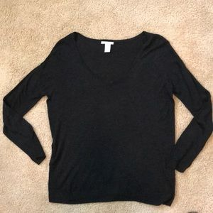 H&M deep v charcoal light knit pullover